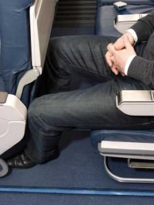 Auf Langstreckenflügen ist fast jeder vom Touristenklasse-Syndrom betroffen. Foto: fotolia/andyh12