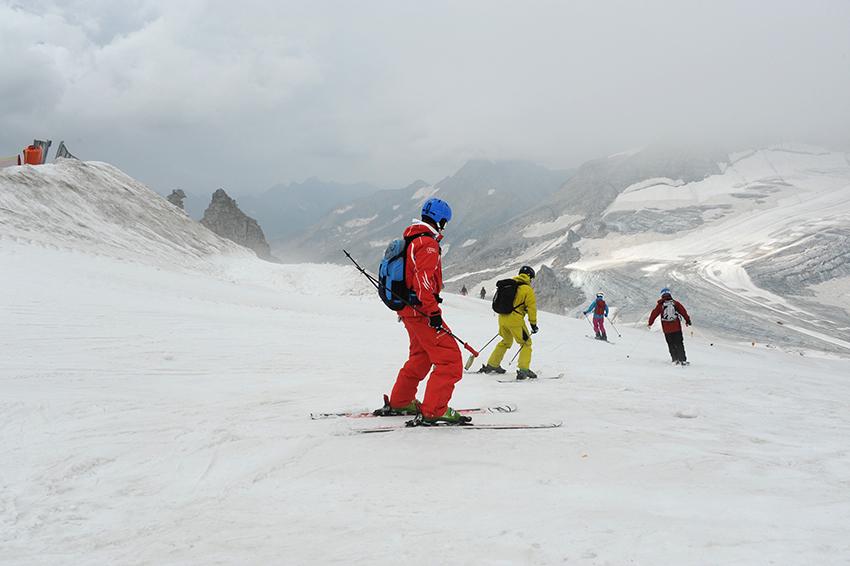 Der Skiunterwäsche kommt beim Wintersport eine wichtige Rolle zu.