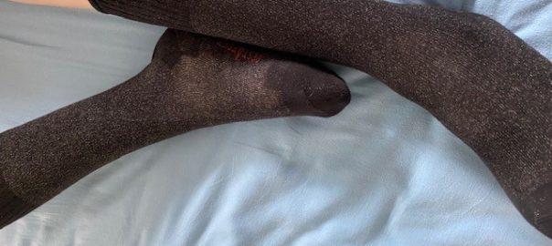 Vital-Strümpfe halten Füße und Beine im Rollstuhl warm